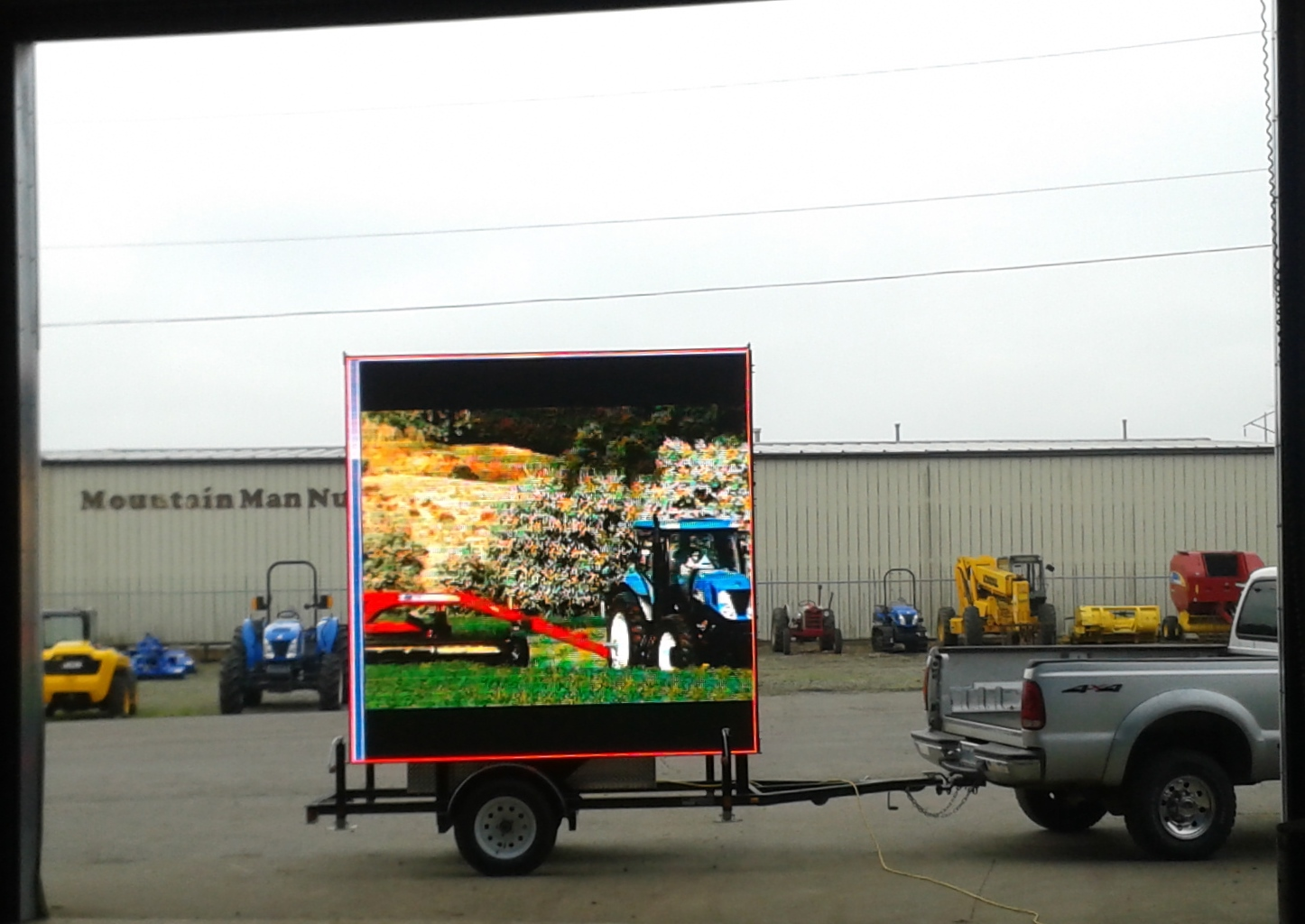 LED-Trailers.com: Large LED colored screens providing live ...